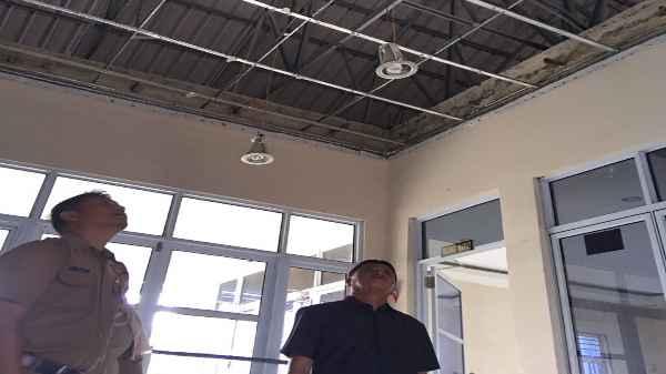 Atap Kantor Lurah ambruk