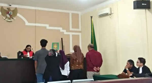 Maryamah saat jadi saksi di PN Tanjungpinang. Foto: Yuli